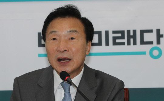 """손학규 """"문재인 대통령, 개혁 완수하려면 국회와 대화해야"""""""